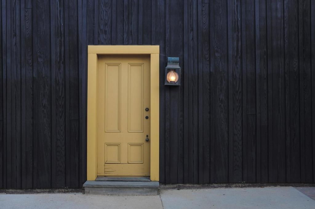 door-1106012_1280